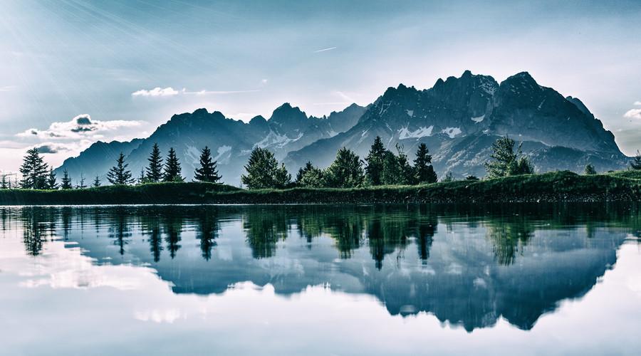 湖州自古拥有青山绿水的最佳自然优势,是宜居之城.